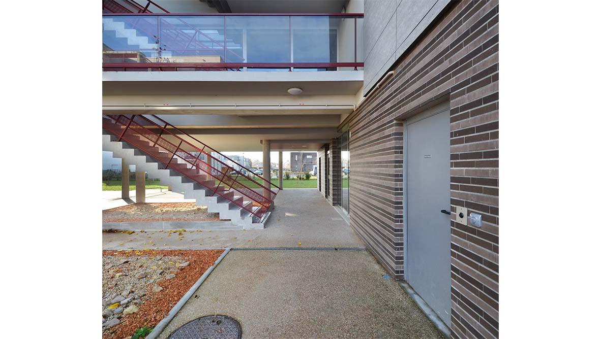 Immeuble escaliers extérieur