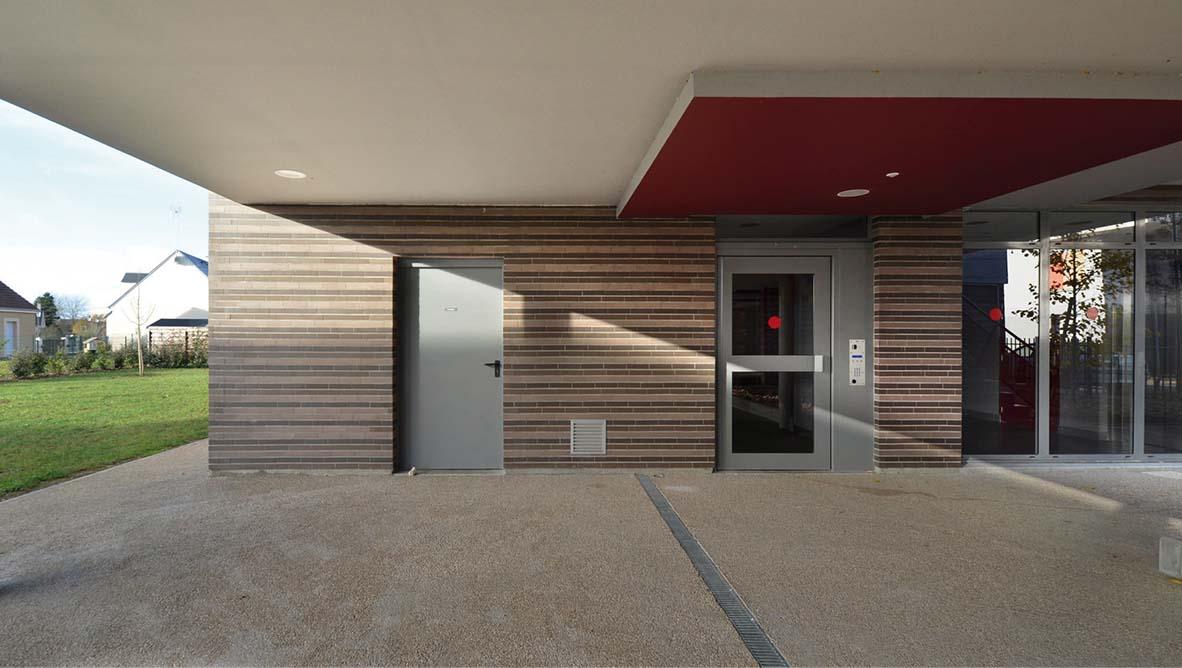 Immeuble porte d'entrée