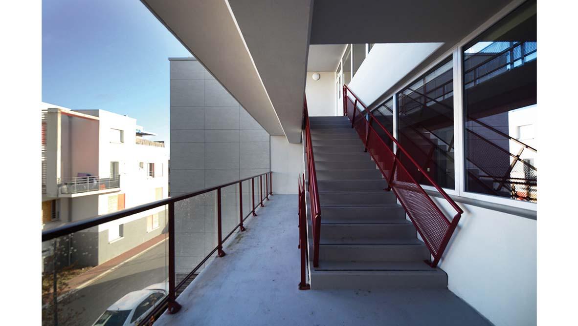 Immeuble escaliers extérieur - 2