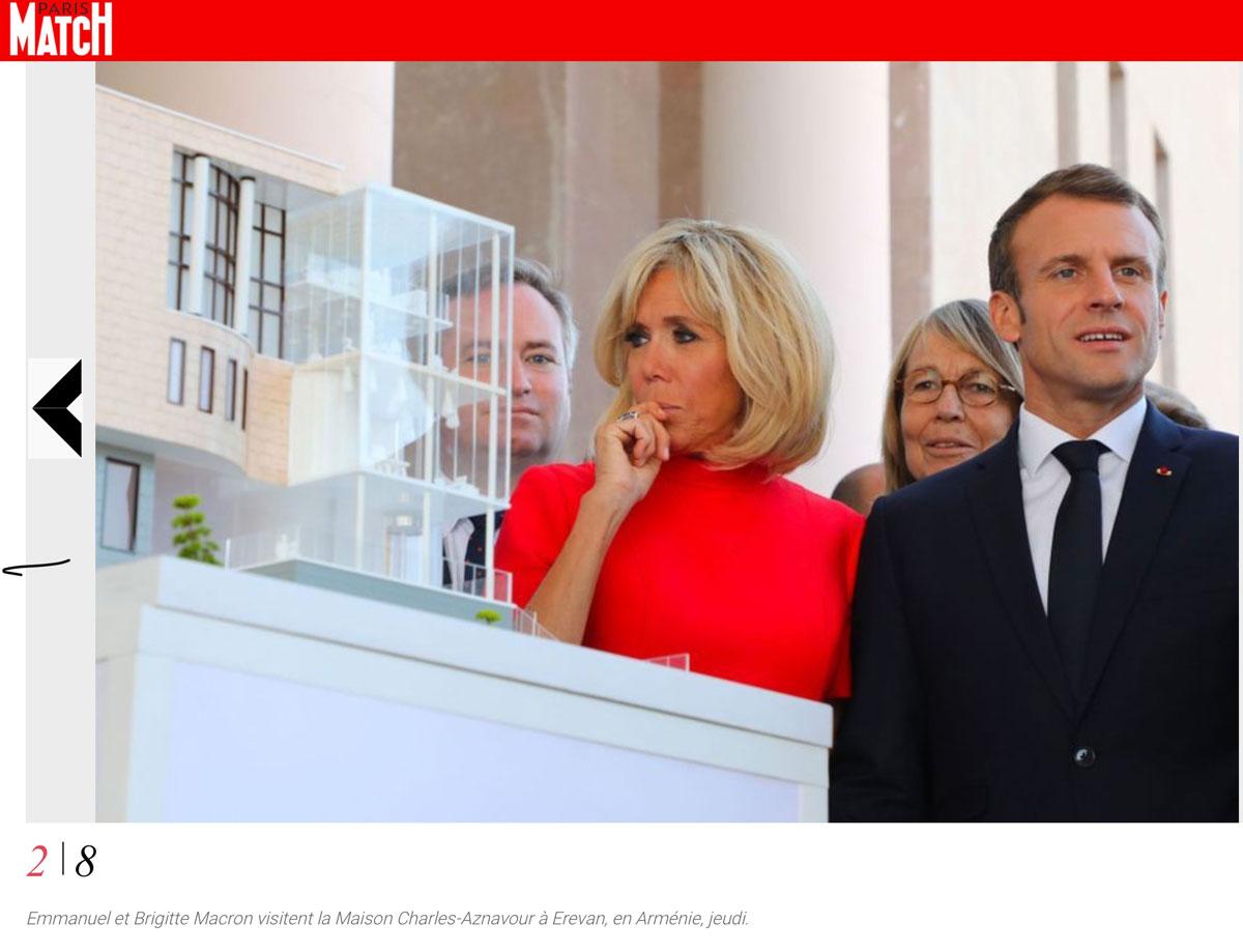 Le couple présidentiel devant la maquette