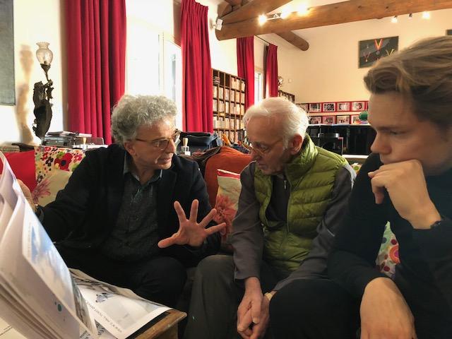 Aris Atamian et Charles Aznavour chez lui à Mouriès, avec Nicolas Aznavour son fils